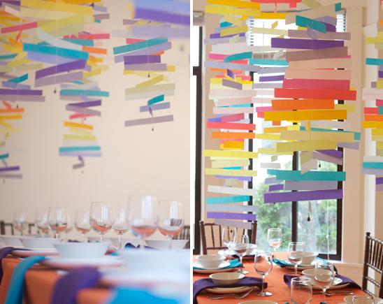 Mobile colorido com tirinhas de papel