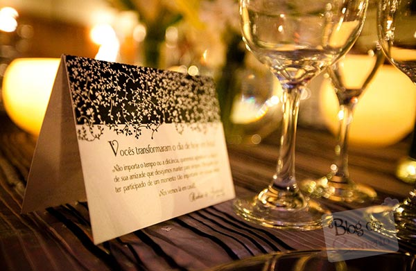 Display de agradecimento na mesa