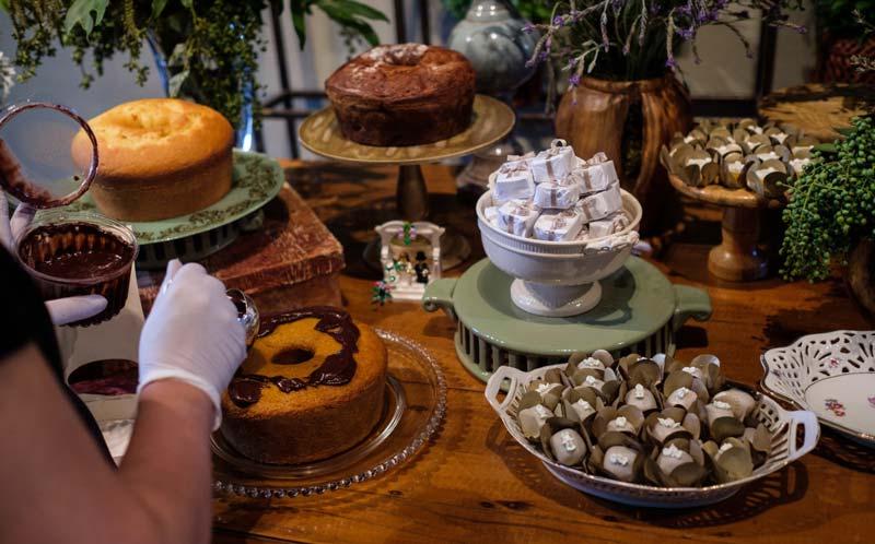 casamento - mesa de bolos caseiros