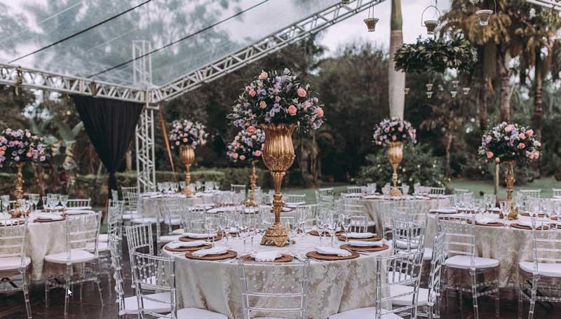 Casamento clássico com recepção ao ar livre - decoração