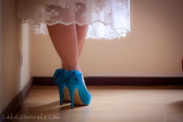 noiva com sapato colorido