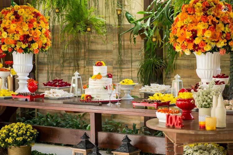 A mesa de doces é o ponto alto da decoração de uma festa, por isso separamos uma galeria de inspirações cheia de ideias pra você arrasar na sua! Confira!