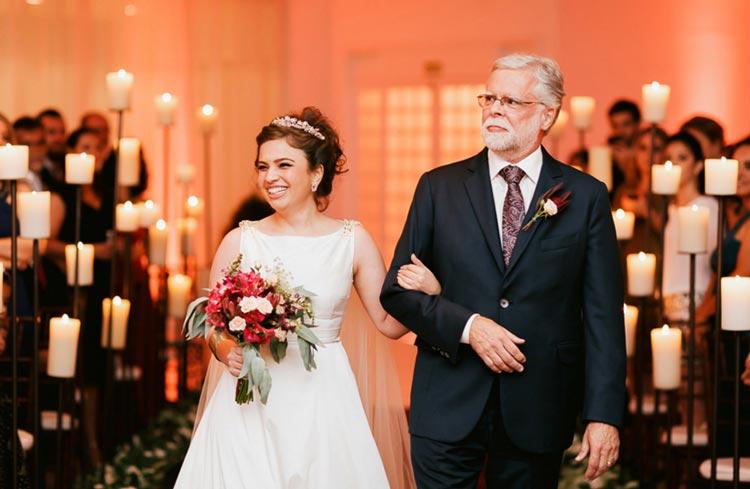 A noiva precisa entrar na igreja com a marcha nupcial ?