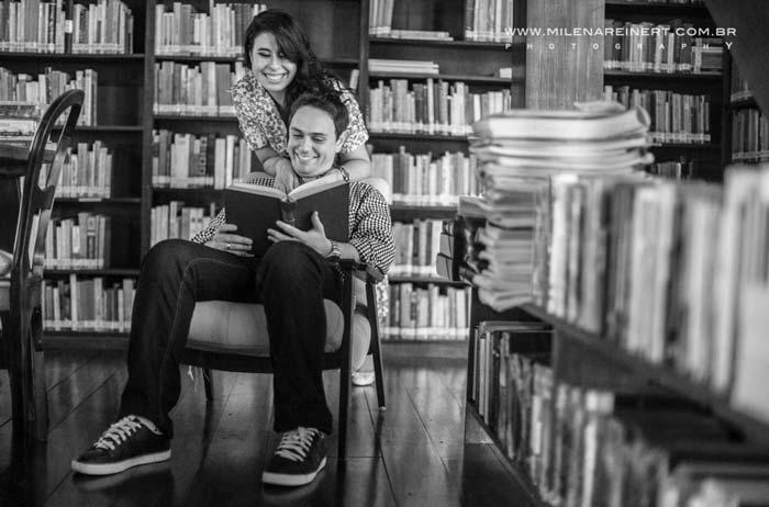 ensaio fotográfico na biblioteca