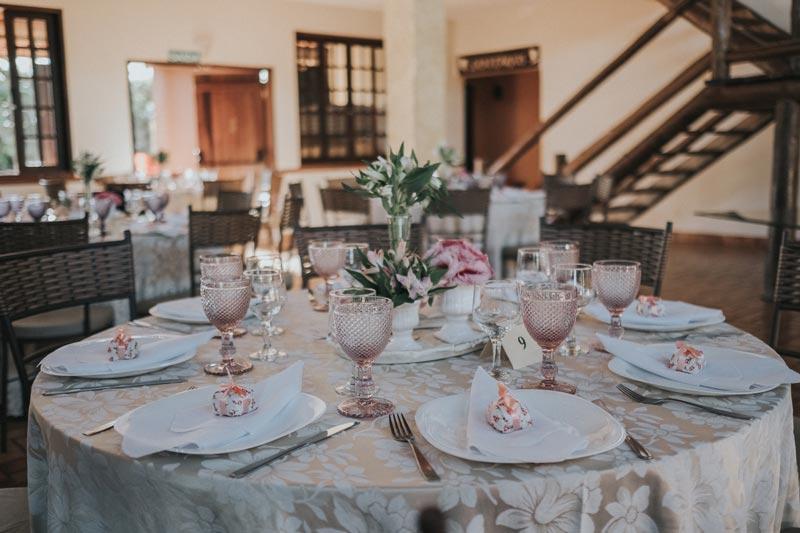 A inspiração de hoje é de um Mini wedding em Maringá, Paraná, com cerimônia para poucos convidados, linda, rústica, cheia de detalhes fofos. Inspirem-se!