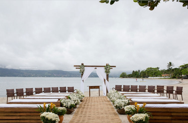 Espaço para casamento: cerimônia na praia