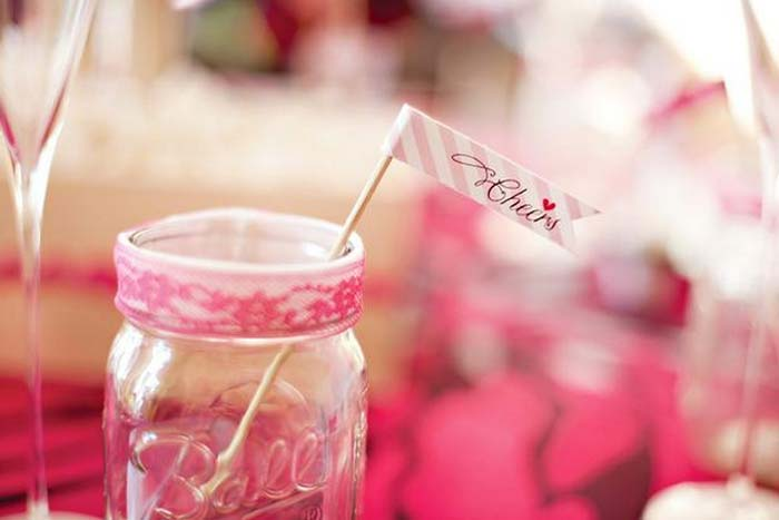 Chá de cozinha decorado com pipoca e pétalas